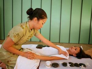 benefici massaggio thailandese pietre calde