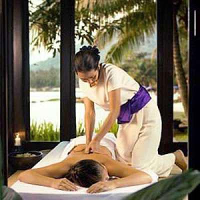 massaggio thailandese sul lettino