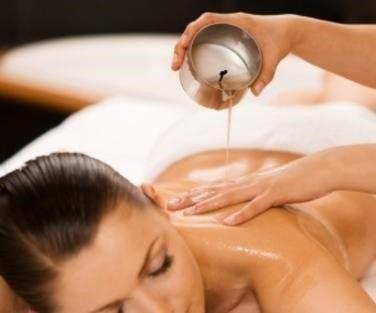 tecnica massaggio aromaterapico con candele cosmetiche